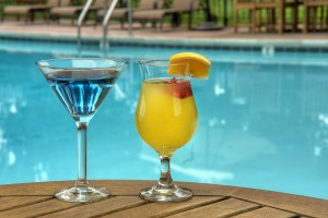 Inn Marin and Suites - Enjoy Beverages in our Outdoor Pool